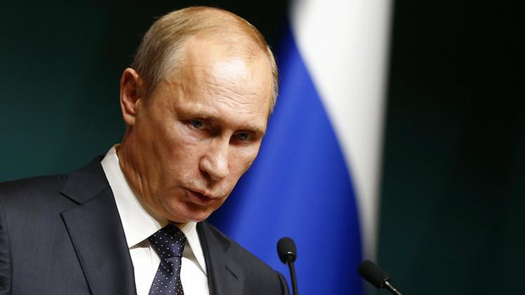 بوتين يعد بمراقبة تنفيذ قانون العفو عن رؤوس الأموال شخصيا
