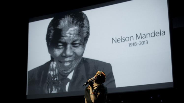 إحياء الذكرى الأولى لوفاة نيلسون مانديلا في جنوب أفريقيا