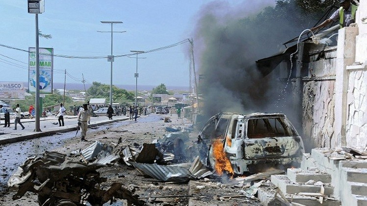 مقتل 9 أشخاص وإصابة 12 بهجوم انتحاري قرب مقديشو