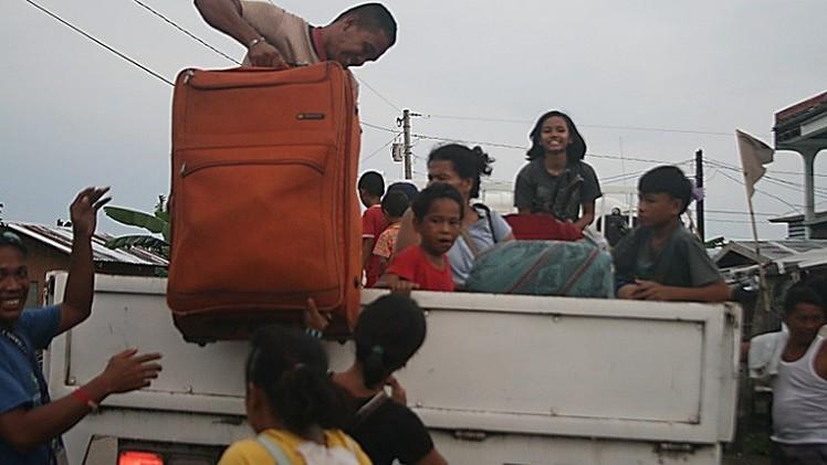إجلاء مليون فلبيني مع اجتياح الإعصار