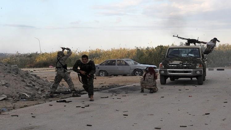 مقتل 3 وإصابة 7 من جنود الجيش الليبي باشتباكات في بنغازي