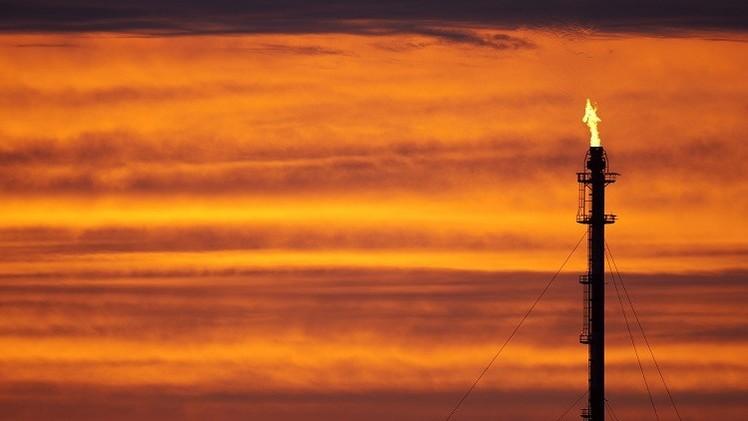 النفط يهبط بعد تخفيض مورغان ستانلي توقعاته لسعر برنت