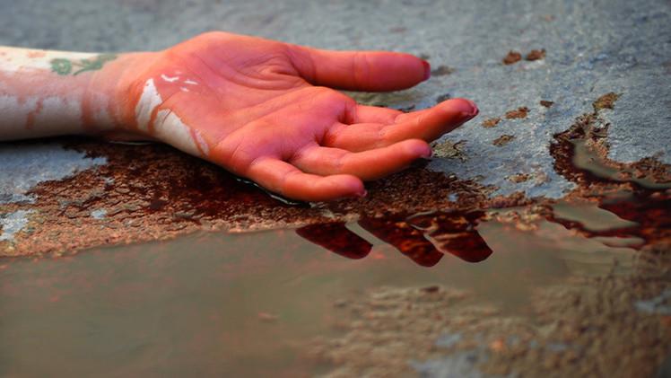 لوحة دموية لاحتجاج نشطاء حقوق الحيوان في إسبانيا