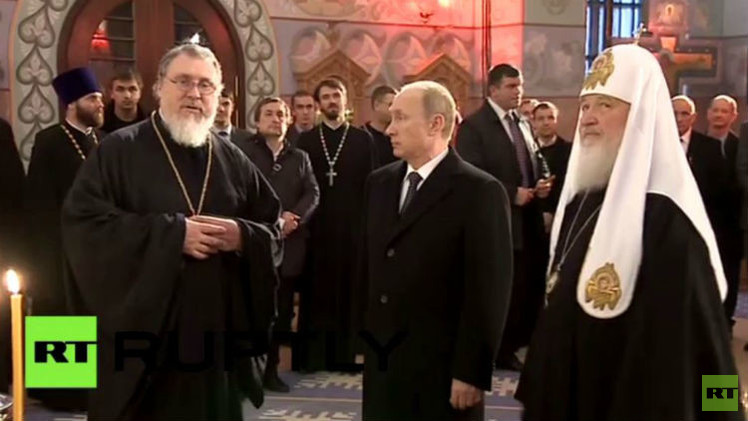 بالفيديو.. بوتين يزور كنيسة سان سيرجيوس