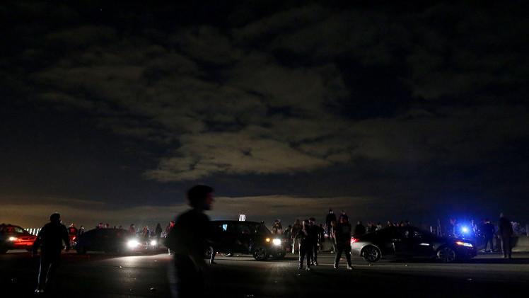 المحتجون على تعسف الشرطة الأمريكية يغلقون طريقا رئيسيا في كاليفورنيا