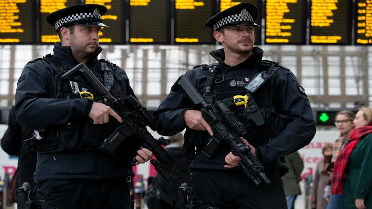 الشرطة البريطانية تشدد إجراءاتها الأمنية بعد تهديدات بخطف أحد عناصرها