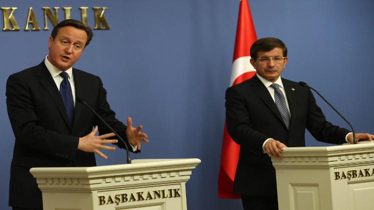بريطانيا وتركيا تتعهدان بتعاون أوثق بشأن المقاتلين الأجانب