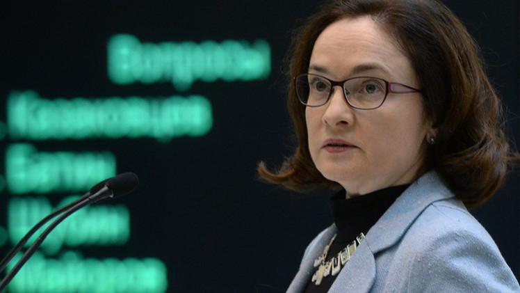 البنك المركزي الروسي يلقي باللوم على المضاربين في إضعاف الروبل