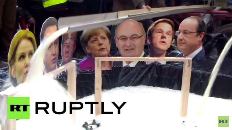 بالفيديو.. حرق صور قادة أوروبيين على يد مزارعين غاضبين في بروكسل