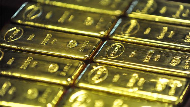 أسعار الذهب تتراجع مع هبوط أسعار النفط