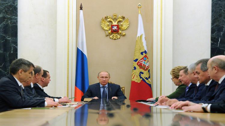 بوتين يبحث مع مجلس الأمن الروسي الوضع شرق أوكرانيا