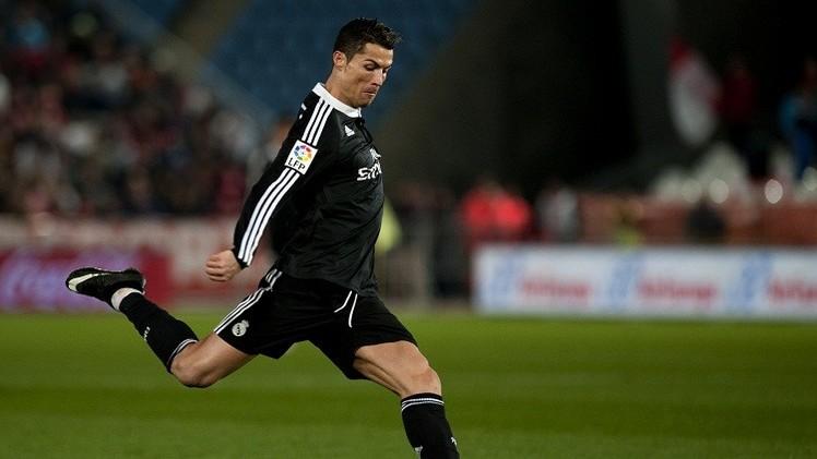 ريال مدريد يكتسح ألميريا ويبتعد بالصدارة بخمس نقاط عن برشلونة