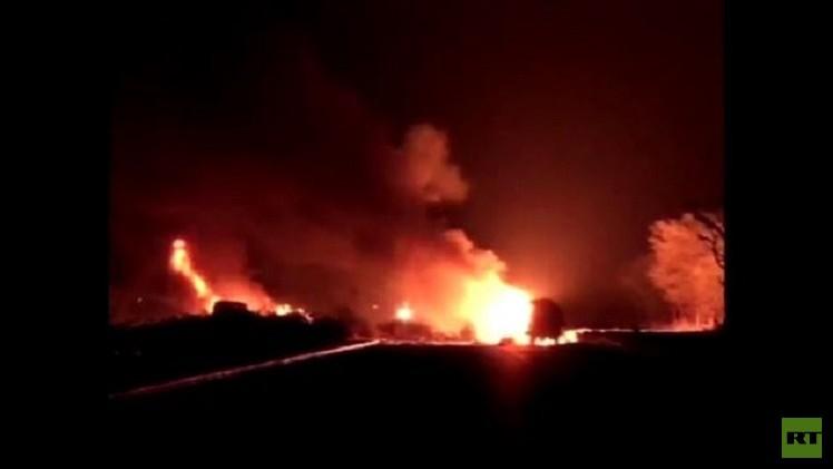 بالفيديو.. اصطدام صهريج غاز بشاحنة والضحايا 10 أشخاص