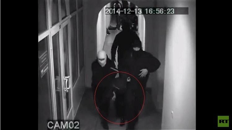 بالفيديو.. مهاجمون مسلحون يختطفون نائب رئيس البنك الوطني الأوكراني  السابق
