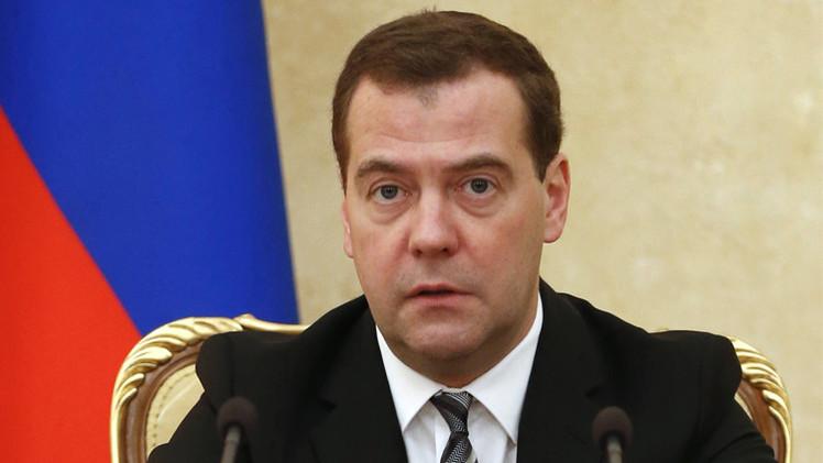 مدفيديف: روسيا تملك موارد كافية لتجاوز أزمة الروبل