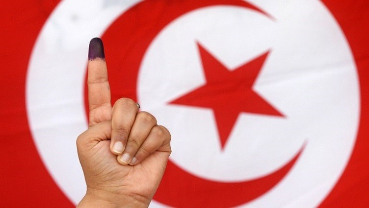 التونسيون بالخارج يدلون بأصواتهم في جولة ثانية وحاسمة لسباق الرئاسة