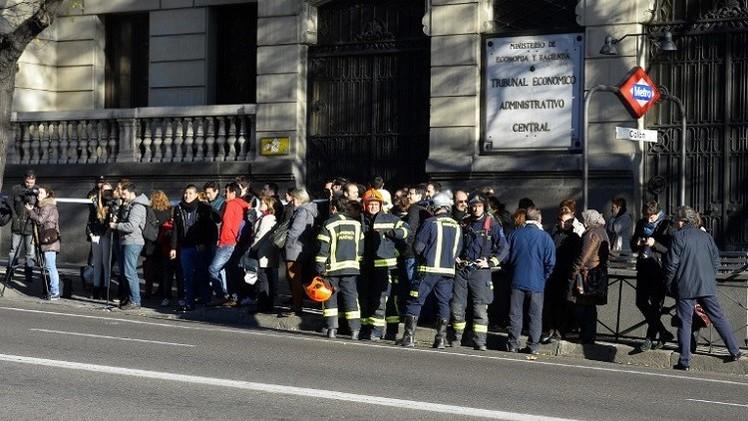 إسبانيا.. رجل يقتحم بسيارة مفخخة مقر الحزب الحاكم