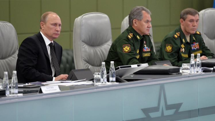 الرئيس فلاديمير بوتين يجتمع مع مسؤولين في وزارة الدفاع