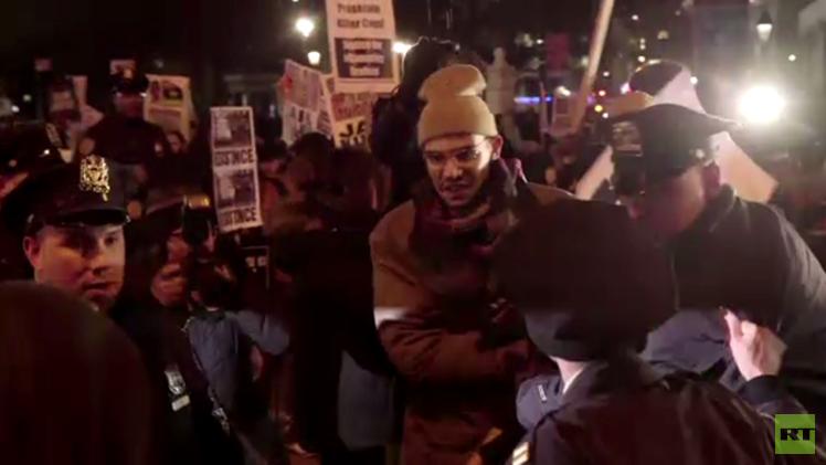 بالفيديو.. احتجاجات في نيويورك ضد عنف الشرطة
