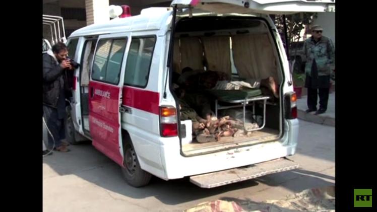 باكستان... عرض جثث لمسلحي طالبان