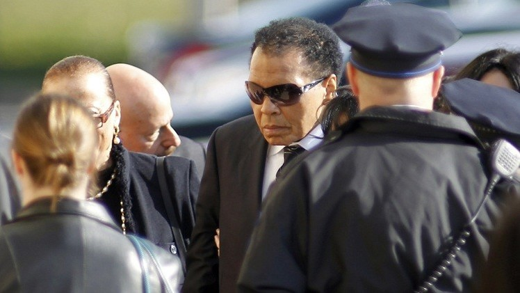 أسطورة الملاكمة محمد علي يدخل المستشفى لإصابته بالتهاب رئوي
