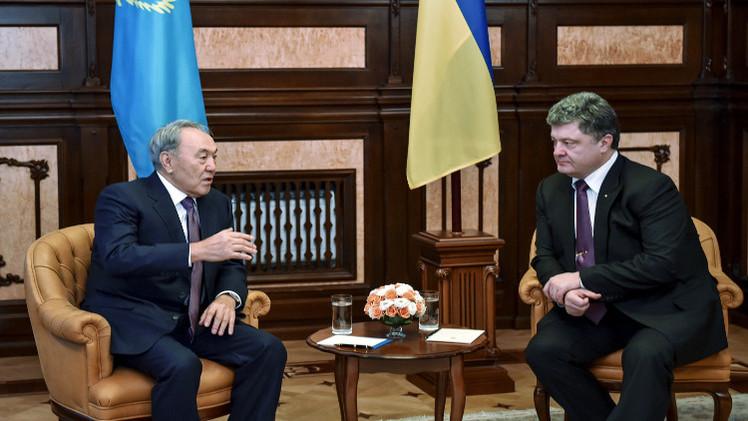 الرئيسان الأوكراني والكازاخي يؤكدان التقيد باتفاقيات مينسك لتسوية الأزمة