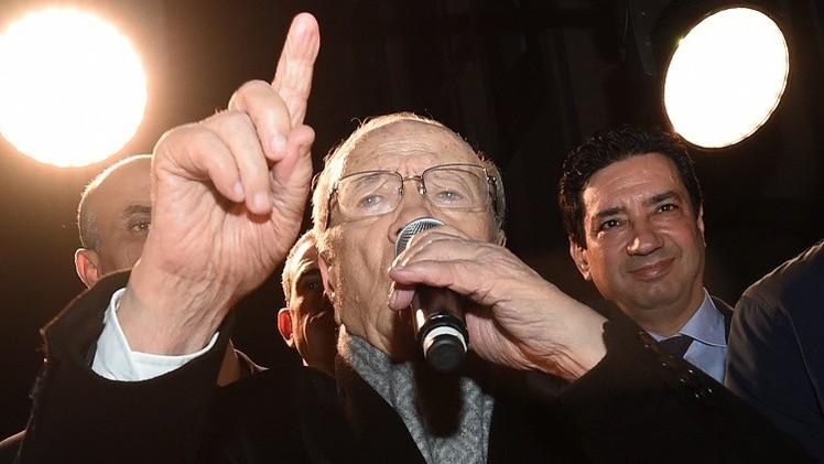 السبسي يتعهد بأن يكون رئيسا لجميع التونسيين