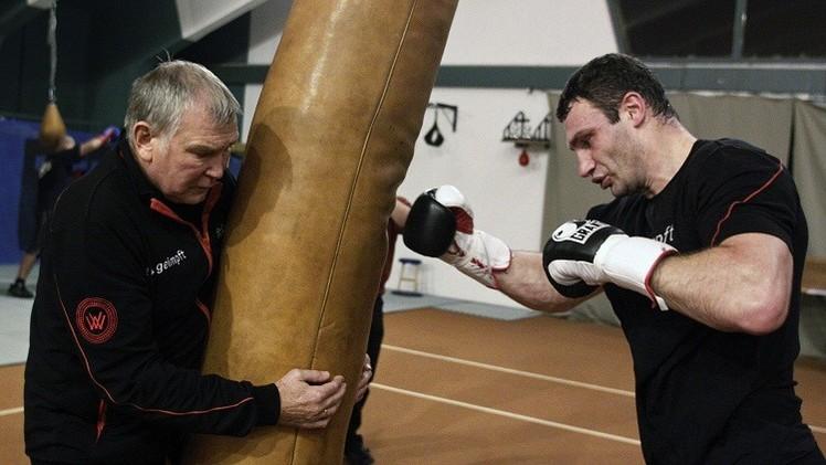 وفاة مدرب الملاكمين الشقيقين كليتشكو إثر أزمة قلبية