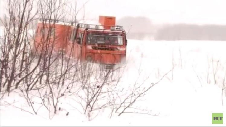 بالفيديو من روسيا.. إنقاذ صيادين عالقين في ثلوج  سيبيريا