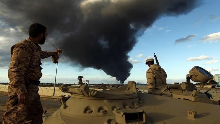 مقتل 22 جنديا ليبيا وقصف ميناء نفطي كبير