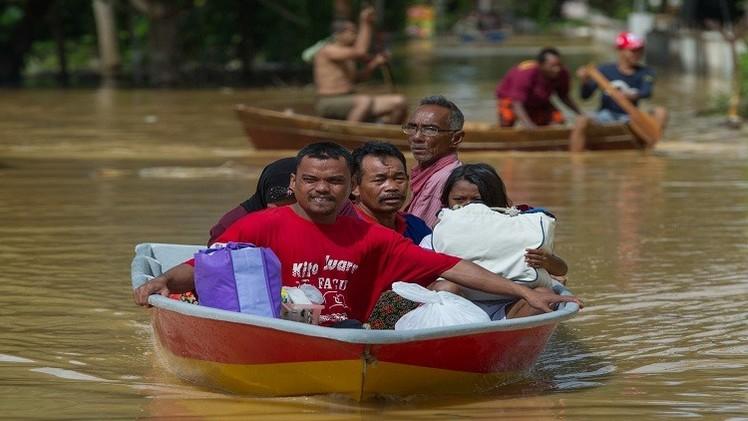 ماليزيا.. إجلاء أكثر من 100 ألف شخص جراء الفيضانات