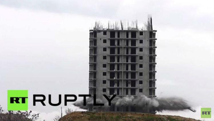 بالفيديو.. فشل هدم مبنى في مدينة سيفاستوبل الروسية