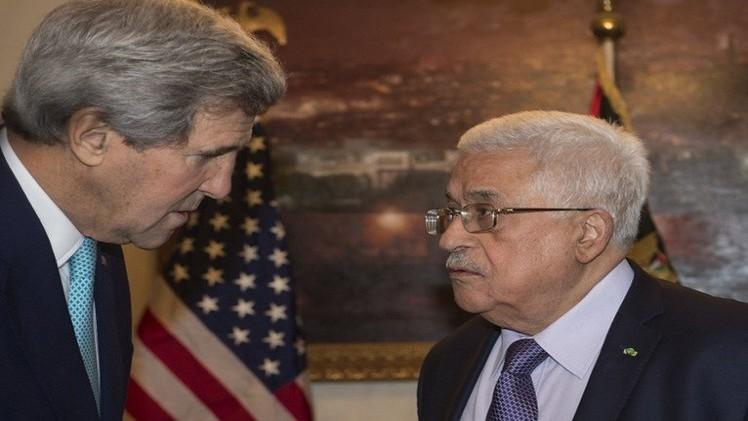 عباس مخاطبا كيري: لن نتراجع عن تقديم مشروع قرار إنهاء الإحتلال الاثنين
