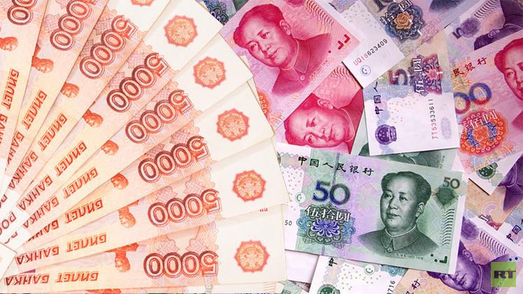 الصين تبدأ التداول بالروبل في سوق عملاتها