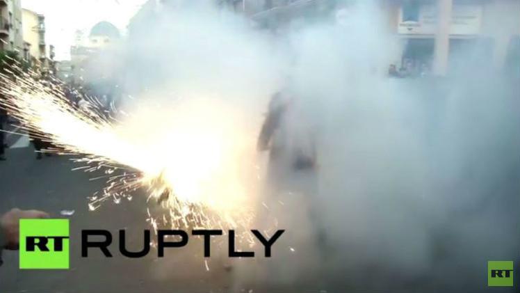 بالفيديو من إسبانيا.. شاهد حرب البيض والدقيق والألعاب النارية