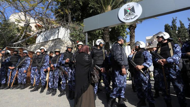 حكومة الوفاق الفلسطينية تعقد جلسة في غزة لحل أزمة الموظفين