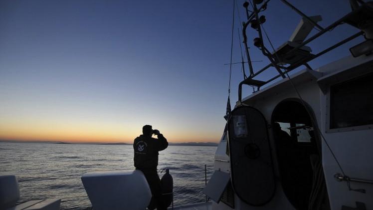 سفينة تقل 400 مهاجرا ترسل إشارة إنقاذ إلى خفر السواحل اليوناني