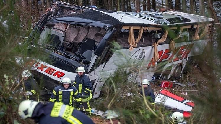 ألمانيا.. 4 قتلى و40 جريحا في اصطدام حافلة بسيارة
