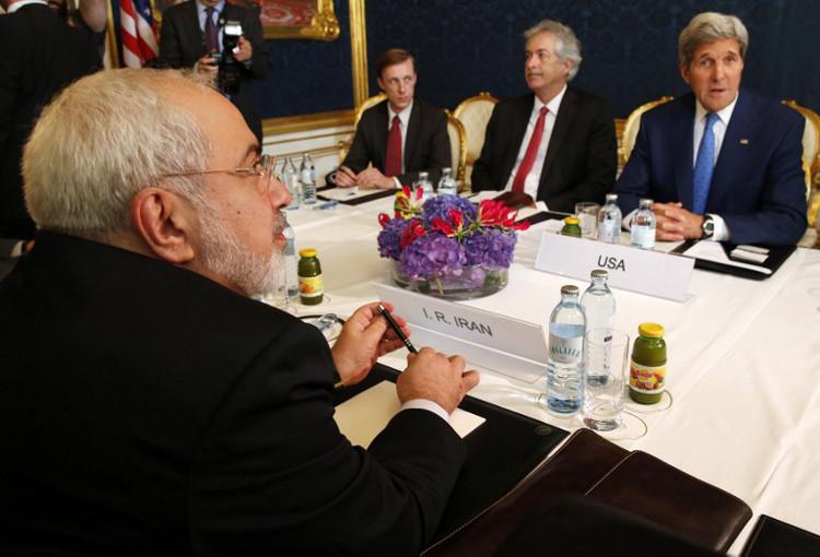 عام 2015 يتسلم حقيبة النووي الإيراني