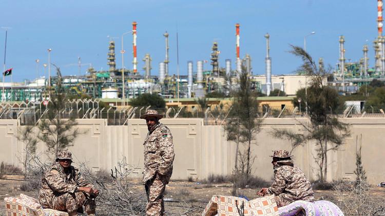 النفط يودع عام 2014 عند أدنى سعر في 5 سنوات