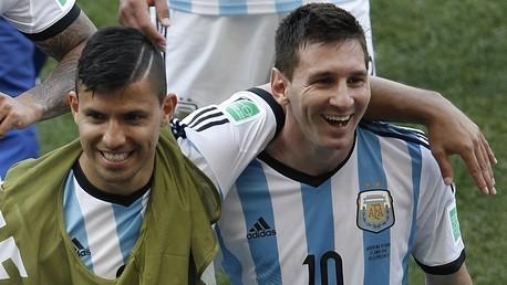 نجما المنتخب الأرجنتيني ليونيل ميسي من نادي برشلونة وسيرخيو أغويرو من مانشستر سيتي