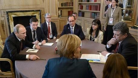 صورة من الأرشيف .. بوتين وميركل وهولاند وبوروشينكو في لقاء نورماندي