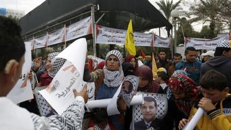 أتباع دحلان يتظاهرون في غزة