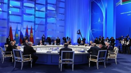 بوتين يوقع قانون حول انضمام أرمينيا إلى الاتحاد الاقتصادي الأوراسي