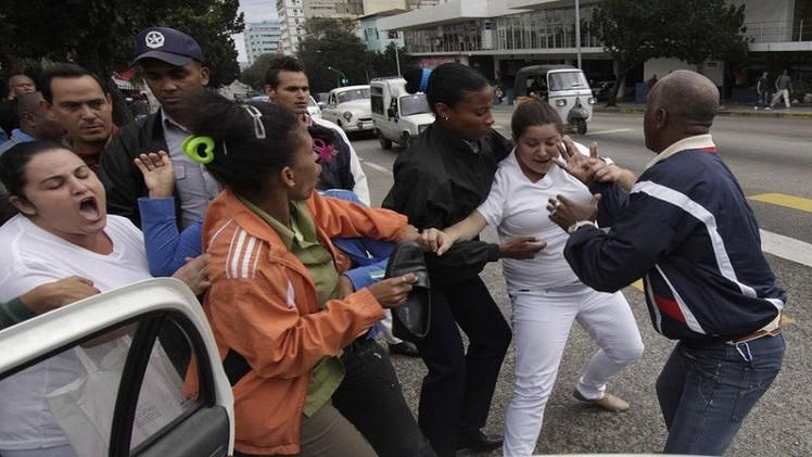اعتقال 12 معارضا في كوبا