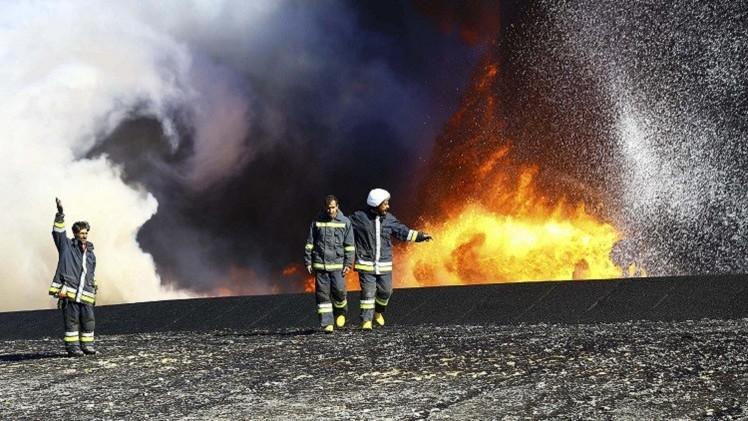 ليبيا: إخماد الحريق في مرفأ السدرة النفطي