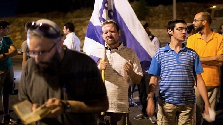 مستوطنون يرشقون موكبا أمريكيا بالحجارة في الضفة الغربية