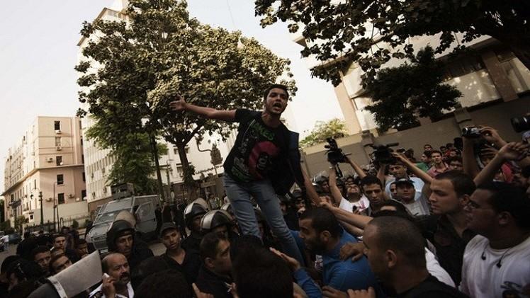 إحالة 7 طلاب مصريين إلى القضاء العسكري بتهمة التظاهر دون ترخيص (فيديو)
