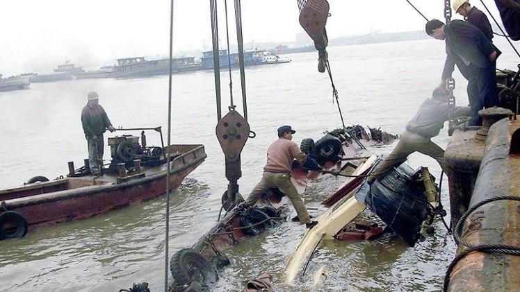 مقتل شخصين وفقدان 16 بغرق سفينة قبالة السواحل الفيتنامية