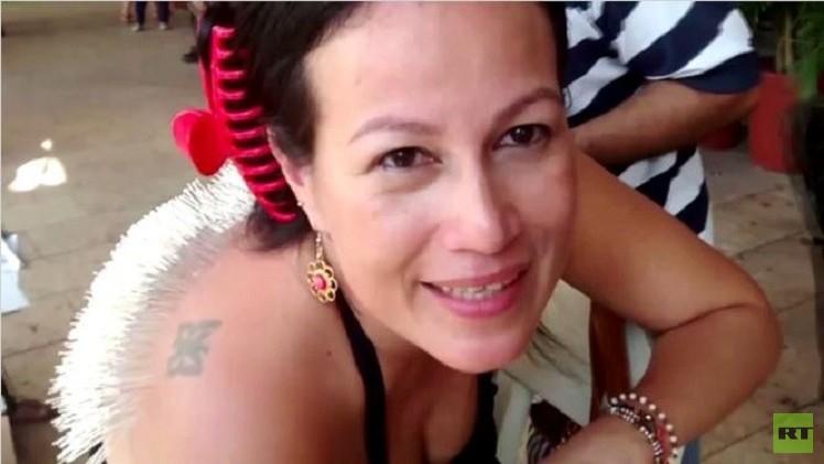 بالفيديو..كولومبية تحتج على مصارعة الثيران بوخز جلدها بالإبر